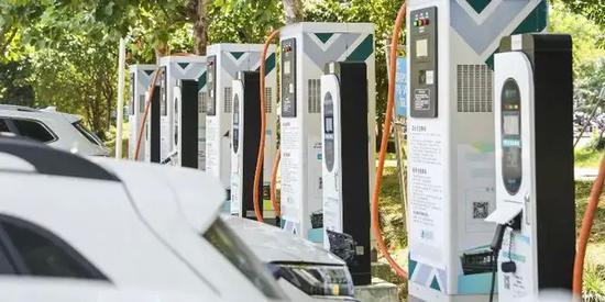 中国新能源车格局已变:国产车突起 特斯拉销量下滑30%跌下神坛