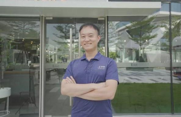 """香港青年岑明峰:""""从不懂在内地过马路,到在深圳成家立业"""""""