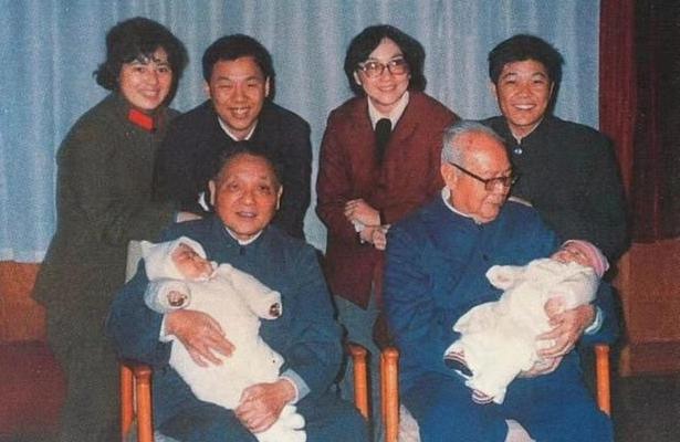 叶剑英多次力挺邓小平复出,80岁生日除了妻子,只有邓小平夫妻俩